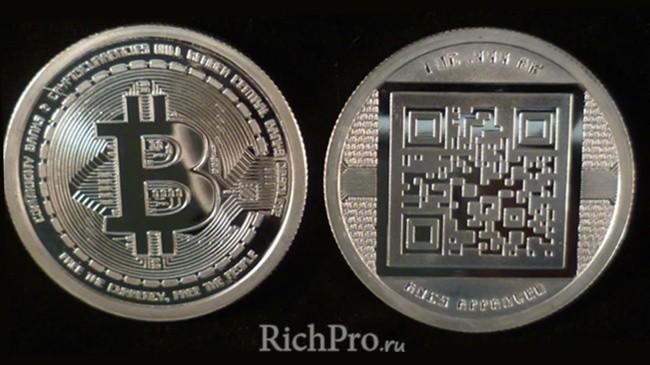 Монета биткоин - фото физического BTC